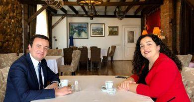 Albin Kurti i bindur: Me Vjosa Osmanin do të marrim mbi 50% të votave në zgjedhjet e radhës