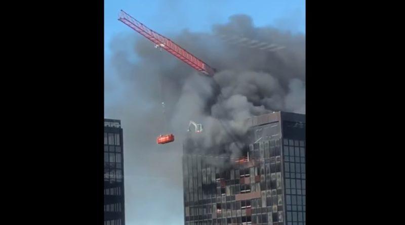 Zjarr në Kullën e Qendrës Botërore të Tregtisë në Bruksel (Video)