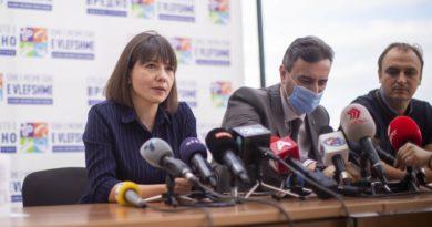 Carovska: Nesër zyrtarisht fllon viti i ri shkollor, 600 shkolla do të realizojnë mësim me prani fzike, për pjesën tjetër mësimi do të realizohet në distancë