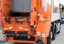 Kryetari i Vjenës pastron bërllokun bashkë me punëtorët komunal (Foto)