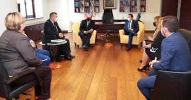 Ministri Osmani angazhon ekipe mobile për pasaporta