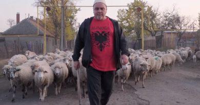 Nuk harrojnë vallet dhe flamurin, njihuni me shqiptarët e Ukrainës (Video)