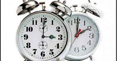 Kush e shpiku dhe ja arsyet përse ndryshon ora