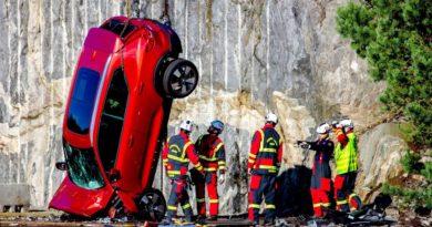 Testimet ekstreme të Volvo-s, modelet e reja i hedh nga 30 metra lartësi (Video)