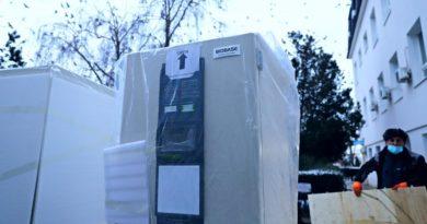 Në Kosovë sot arritën frigoriferët për ruajtjen e vaksinës anti Covid