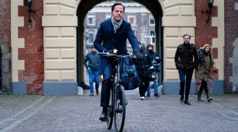 Dorëhiqet qeveria holandeze/ I hoqën ndihmat financiare fëmijëve