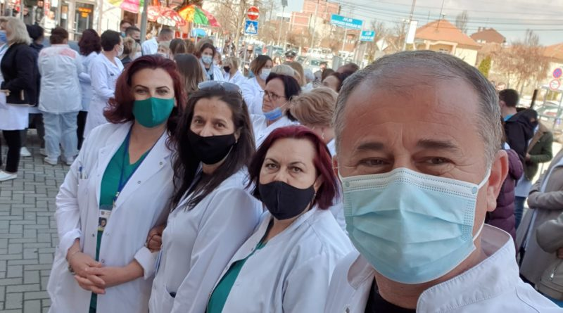 Mjekët në Podujevë kërkojnë lirimin e kolegut të tyre Ibrahim Hoti