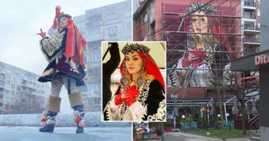 Rita Ora mahnitet me muralin e saj në Ferizaj