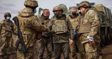 Lufta mund të plasë në çdo moment: Pamje dramatike nga fronti mes Ukrainës dhe separatistëve pro-rusë