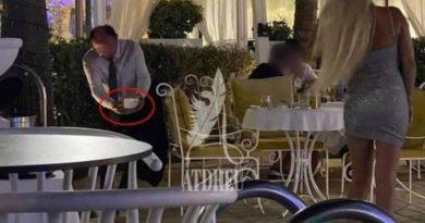 """Ndërkohë në një resort në Durrës, """"sugar daddy"""" duke i bërë foto partneres dhjetra vite më të re"""